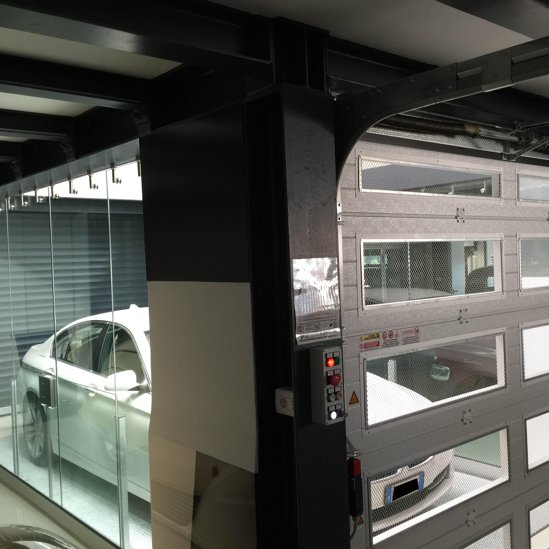 ascensore per auto con vano corsa in vetro3