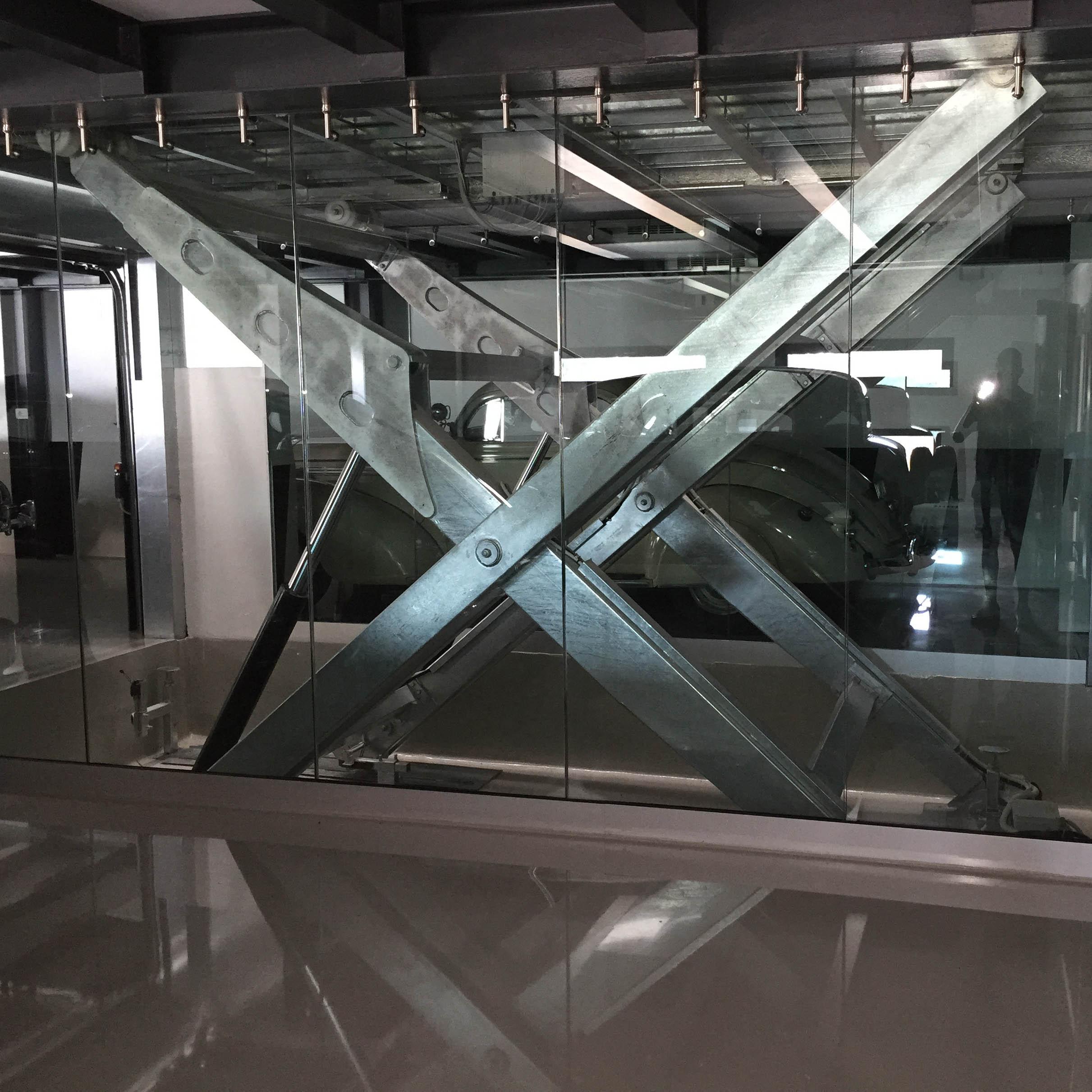 ascensore per auto con vano corsa in vetro5