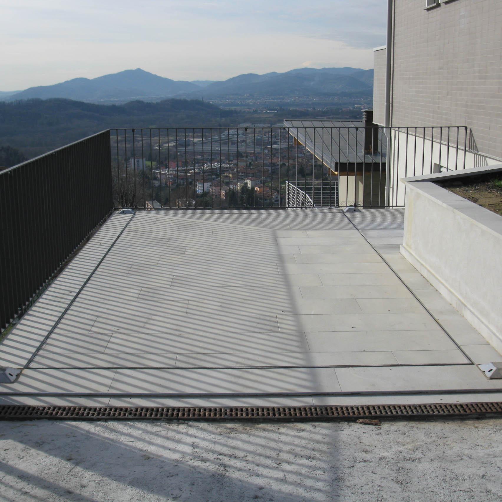 ascensore per auto tetto a riposo